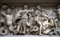 Битва богов и гигантов (Фриз алтаря Зевса в Пергаме)